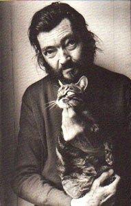 Un gato es territorio fijo, límite armonioso; un gato no viaja, su órbita es lenta y pequeña, va de una mata a una silla, de un zaguán a un cantero de pensamientos; su dibujo es pausado como el de Matisse,...